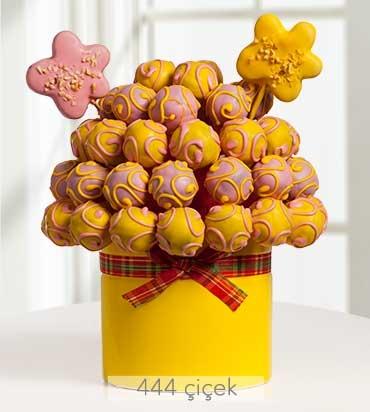 renkli-dusler-kek-ve-kurabiye-buketi-gr30091-1-1