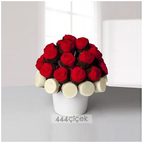 Kakaolu Kırmızı ve Beyaz Kek Buketi