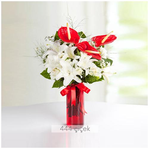 Zarif Güzel Antoryum, Lilyum ve Beyaz Güller