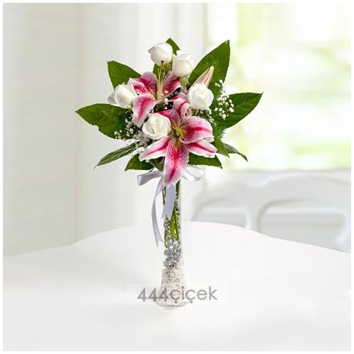 Beyaz Düşler Güller ve Lilyumlar
