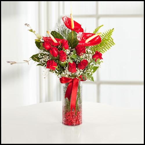 Kırmızı Antoryum ve Güller