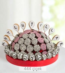 mutlu-yillar-kek-ve-kurabiye-buketi-gr30076-1-1